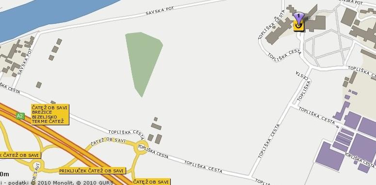Čatež ob Savi, Topliška cesta 35 - Izvoz iz avtoceste Čatež ob Savi, v prvem rondoju tretji izvoz, nato pod avtocesto do drugega rondoja, v drugem rondoju drugi izvoz, nato prvi odcep levo.